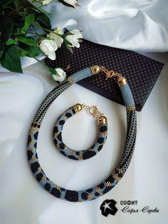 Jura Kastone Crochet Beaded Bracelets, Bead Crochet Rope, Beaded Bracelet Patterns, Beaded Earrings, Crochet Necklace, Beaded Jewelry Designs, Bead Jewellery, Bead Embroidery Jewelry, Beaded Embroidery