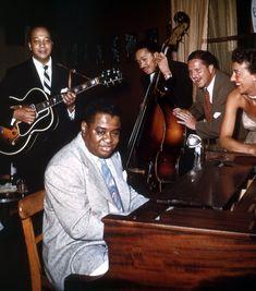 Art Tatum, John Collins, Slam Stewart (Jimmy and Marian McPartland) Jazz Artists, Jazz Musicians, Rock Music, New Music, Soul Train Dancers, Art Tatum, Big Band Jazz, A Love Supreme, Dizzy Gillespie