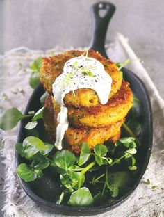 Recipe for Homemade Vegetarian Burger Patties, topped with a lemony sour cream sauce Ingredients 1 Tbsp ml) olive oil 1 Tbsp ml) Clover Farmstyle butter 1 onion, finely […] Sour Cream Sauce, Cream Sauce Recipes, Best Vegetable Recipes, Vegetarian Recipes, Vegetarian Burger Patties, South African Recipes, Ethnic Recipes, Braai Recipes, Real Food Recipes