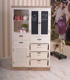Klassisch schöner Küchenschrank im Landhausstil von Palazzo Int - stilvolle Möbel und Wohnaccessoires auf DaWanda.com