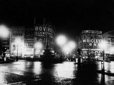 Nighttime at Piccadilly Circus, the shining neon heart of London Gordon's Gin, Illuminated Signs, Piccadilly Circus, Old London, The Shining, Advertising Signs, Travel News, Beautiful Buildings, After Dark