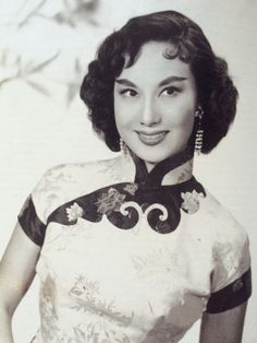 Hong Kong Vintage Hairstyles In 2020 Webs Of Significance Two Chinese Films at the 2019 Vintage Beauty, Vintage Fashion, Shanghai Girls, Chinese Gown, 1940s Looks, Cheongsam Dress, Asian Hair, Chinese Clothing, Traditional Fashion