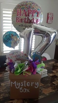 Caja sorpresa de regalo !! 17th Birthday Gifts, Birthday Presents For Friends, Cute Birthday Gift, Birthday Box, Friend Birthday Gifts, Cute Boyfriend Gifts, Birthday Surprise Boyfriend, Wrapping Ideas, Craft