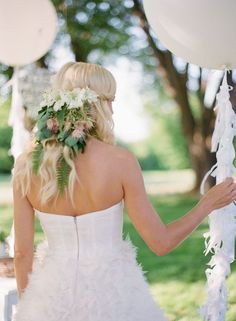Green Spring Wedding Ideas: natural hairpiece made of fern leaves and white blooms. A beautiful unique bridal look.