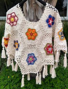 ideas for crochet poncho granny boho Poncho Crochet, Crochet Cat Pattern, Crochet Blouse, Crochet Granny, Crochet Scarves, Crochet Clothes, Crochet Lace, Crochet Long Sleeve Tops, Crochet Dolls
