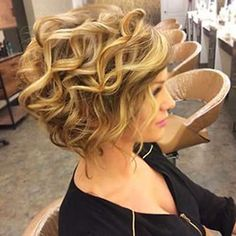 Short Wavy Curly Hairstyles Naturally wavy hair offers many pros and few cons. A little frizz doesn't mar the look. No hot tools required. Fishtail braids look adorable. Beachy waves just come naturally. If you'd like to step up your hair goddess cred may Short Curly Haircuts, Curly Hair Cuts, Short Wavy, Short Hair Cuts, Curly Hair Styles, Haircut Short, Big Curls Short Hair, Frizzy Hair, Waves Haircut