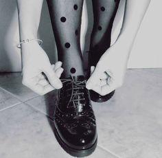 Le francesine basse sono le scarpe ideale per la donna che ama distinguersi. Approfitta ora del 30% di sconto!!! Shop online: www.loggicalzature.com Details on: http://calzatureon-line.it/3