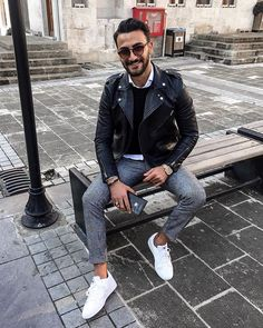 Style by @ozanerdogan7 Via @gentwithstreetstyle Yes or no? Follow @mensfashion_guide for dope fashion posts! #mensguides #mensfashion_guide