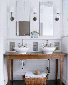 """245 curtidas, 6 comentários - Uma Casa Como Poucas (@blogumacasacomopoucas) no Instagram: """"Gracinha esse banheiro, tá vendo que não precisa de muito espaço para ter duas cubas? Além disso,…"""""""