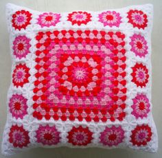 Items similar to crochet granny square cushion cover / pillow cover in red and pink in white edging on Etsy – Kissenbezug Crochet Cushion Cover, Crochet Pillow Pattern, Crochet Cushions, Crochet Afghans, Crochet Granny, Baby Blanket Crochet, Crochet Baby, Crochet Patterns, Granny Square Blanket