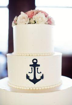 This perfectly nautical wedding cake is just so elegant. // Betsi Ewing Studio
