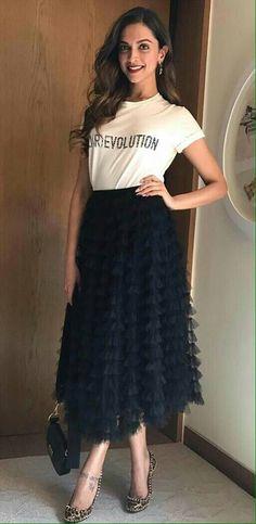 Bollywood fashion 823877325564025093 - Ideas Wedding Winter Outfit Casual Source by Casual Winter Outfits, Chic Outfits, Casual Dresses, Fashion Dresses, Indian Celebrities, Bollywood Celebrities, Bollywood Fashion, Bollywood Stars, Deepika Padukone Style