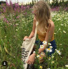 - ̗̀ smell the roses ̖́- ❂✧❁ ☼☽ pinterest| ZoeyDarling
