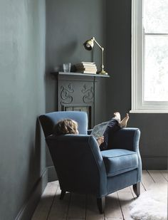 From interior design ideas and house tours to recipes and days out, head to our journal if you're in need of inspiration (or just a little light reading). Blue Green Bedrooms, Bedroom Green, Bedroom Colors, Dark Grey Walls, Teal Walls, 2018 Interior Design Trends, Country Living Uk, Modern Country, In Living Color