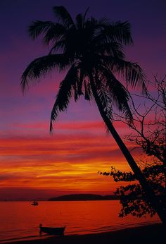 Sunset at Ao Nang, Thailand Vietnam Travel, Asia Travel, Bangkok, Beautiful Islands, Beautiful Places, Ao Nang Krabi, Krabi Town, Thailand Adventure, Travel Drawing