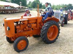 tracteur de mon grand-père Une belle mécanique agricole force l'admiration des passionnés. Photo CL