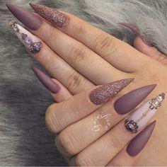 Jolie nail art, fancy nails, bling stiletto nails, sexy nails, nails on fle Bling Stiletto Nails, Sexy Nails, Fancy Nails, Love Nails, Perfect Nails, Gorgeous Nails, Pretty Nails, Matte Nail Art, Cute Acrylic Nails
