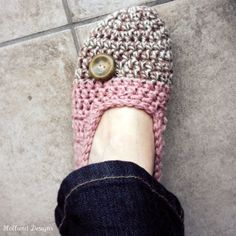 Who wants slippers for Christmas???   Download+Now++CROCHET+PATTERN+Cakewalk+Slippers++by+hollanddesigns,+$5.50
