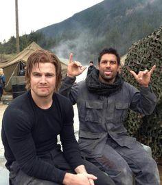 Stephen Amell & Manu Bennett (Arrow)
