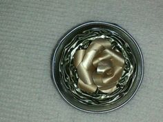 Brooch, small rose, Nespresso capsules // Broche, rosa pequeña, capsulas Nespresso