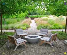 Cool DIY & Backyard Fire Pit Ideas with Comfy Seating Area Design Cozy Backyard, Fire Pit Backyard, Backyard Landscaping, Backyard Ideas, Backyard Seating, Patio Ideas, Fire Pit Landscaping Ideas, Farmhouse Landscaping, Backyard Play