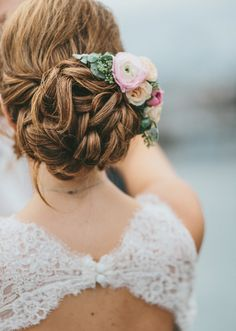 #weddinghair that works so well with this #keyhole wedding dress. See the entire wedding here http://www.weddingchicks.com/2015/11/20/chic-rainy-day-wedding-in-california/