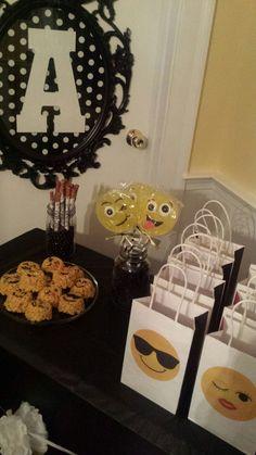 emoji party bags from 5below