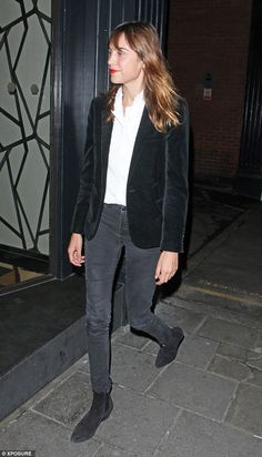 Alexa Chung channels androgynous chic in velvet blazer and tailored jeans for a low-key evening with pals Star Fashion, Fashion Outfits, Punk Fashion, Lolita Fashion, Blazer Outfits For Women, Alexa Chung Style, Black Velvet Blazer, Pinterest Fashion, Girly Outfits