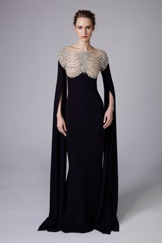 Reem Acra Resort 2018 Fashion Show Be featured in Model Citizen App, Magazine an. Beautiful Gowns, Beautiful Outfits, Look Fashion, Fashion Show, Fashion Pics, Luxury Fashion, Robes Glamour, Mode Inspiration, Fashion Weeks