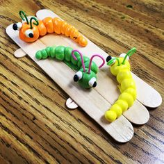 Model Magic Worms. Great simple project for young artists. #crayolamodelmagic