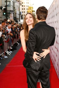 """Angelina Jolie & Brad Pitt - """"Inglorious Basterds"""" LA Premiere at the Grauman's Chinese Theatre in California (August Brad And Angie, Brad Pitt And Angelina Jolie, Angelina Jolie Photos, Jolie Pitt, Le Jolie, Angelina Jolie Diet, Actrices Hollywood, Jesse James, People Magazine"""