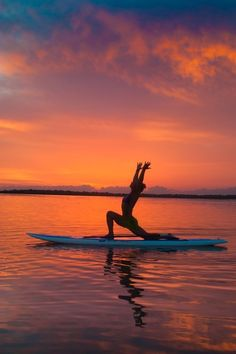 paddle board crescent lunge | yoga