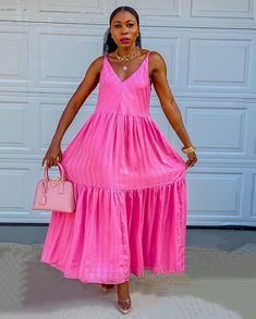 "ESSY | Fashion Blogger + NURSE auf Instagram: ""How beautiful is this pink Maxi dress from @hm💕 the back detail is everything"" Pink Maxi, How Beautiful, Fashion Online, Summer Dresses, Detail, Instagram, Sundresses, Summer Clothing, Summer Outfits"