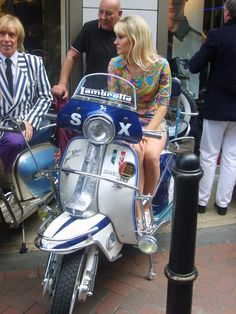 Scooters Girl Italy For Sale Harley Davidson Product Vespa Motor Scooters, Scooter 50cc, Lambretta Scooter, Scooter Motorcycle, Apex Scooters, Vespa Girl, Scooter Girl, Triumph Motorcycles, Ducati