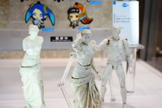 """Relax time from WF2015 WINTER in Tokyo(Another shot): There's three figma figure models, a """"Venus de Milo"""" statue, a fully movable """"Venus de Milos"""", and can't no longer sit Rodin's """"The Thinker"""". あの「ミロのヴィーナス」になんと腕が生えてfigma化、まさかの全身フル可動に - GIGAZINE( http://gigazine.net/news/20150208-venus-de-milo-wf2015w/ )"""