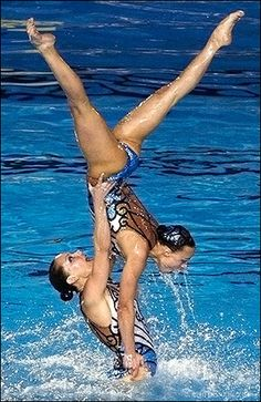 russian team- this is amazing!!! again....neither of them is touching the bottom...think about it!