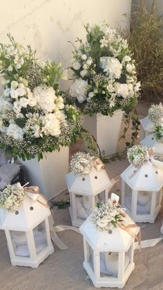 Pin by Wish and Desire on Stolismos Gamou in 2019 Lantern Centerpiece Wedding, Wedding Lanterns, Lanterns Decor, Wedding Centerpieces, Flower Table Decorations, Diy Wedding Decorations, Deco Buffet, Wedding Stage Design, Church Flowers