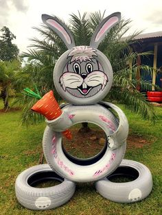 Do not throw out old tires, but reuse them! Find out awesome DIY craft ideas how to reuse your old tires! Garden Crafts, Diy Garden Decor, Garden Projects, Garden Decorations, Garden Ideas, Easter Crafts, Holiday Crafts, Reuse Old Tires, Recycled Tires