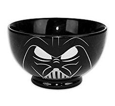 Diese großartige Darth Vader Müslischale ist das perfekte Geschenk für alle Star Wars Fans. Das Geschenk ist natürlich schwarz wie der Lieblingsbösewicht aus Star Wars und aus Keramik. Die Schale i…