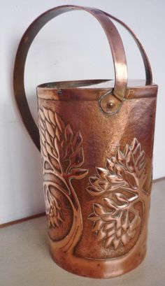 Large Yattendon Arts & Crafts Copper Hot Water Jug Copper Work, Copper And Brass, Bronze, Copper Pans, Copper Kitchen, Iron Decor, Arts And Crafts Movement, Bungalows, Craftsman Style