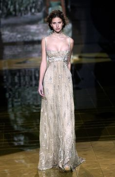 Find tips and tricks, amazing ideas for Elie saab. Discover and try out new things about Elie saab site Style Couture, Couture Fashion, Runway Fashion, Fashion Show, 40s Fashion, Style Fashion, High Fashion, Fashion Tips, Fashion Design