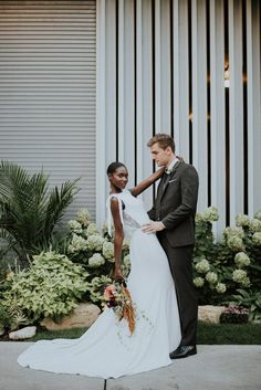 This stunning Chicago wedding portrait inspiration created by Allie Appel Photography features a refreshingly modern take on the downtown urban bride Wedding Photography Poses, Wedding Poses, Wedding Couples, Wedding Portraits, Wedding Bride, Wedding Dresses, Wedding Shot, Couple Portraits, Wedding Black
