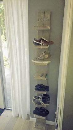 Shoe rack for closet wall Shoe Rack Closet, Closet Wall, Wood Pallet Crafts, Red Rooms, Home Upgrades, Interior Decorating, Interior Design, Home Accessories, Sweet Home