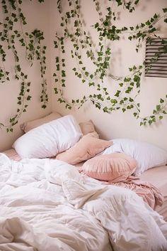 20 diy home decor bedroom wall inspiration 1 Cute Dorm Rooms, Cool Rooms, Pink Dorm Rooms, Cozy Dorm Room, Home Decor Bedroom, Diy Home Decor, Modern Bedroom, Bedroom Ideas, Master Bedroom