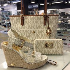 #MichaelKors #JetSet #Travel #bag & #purse #MK #wedge #sandals @ #Herman #Fashion #Shoes #Bags #TheH - hermanschoenen