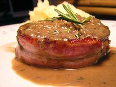 Lomo de cerdo con salsa madeira - Filete Mignon - - http://www.mytaste.es/r/lomo-de-cerdo-con-salsa-madeira---filete-mignon---77881069.html