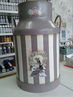 Lechera                                                       … Painted Milk Cans, Old Milk Cans, Shabby Chic Accessories, Decoupage Printables, Tin Containers, Tole Painting, Craft Gifts, Painted Furniture, Tea Pots