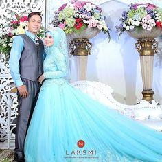 Wedding Poses, Wedding Dresses, Kebaya, Wedding Make Up, Hijab Fashion, Wedding Inspiration, Film, Formal, Couples