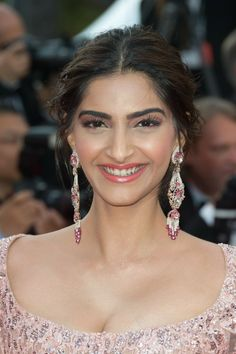 Sonam Kapoor Photographs SONAM KAPOOR PHOTOGRAPHS |  #WALLPAPER #EDUCRATSWEB | In this article, you can see photos & images. Moreover, you can see new wallpapers, pics, images, and pictures for free download. On top of that, you can see other  pictures & photos for download. For more images visit my website and download photos.