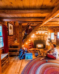 Gorgeous 49 Beautiful Home Interior Cabin Style Design Ideas. Log Cabin Living, Small Log Cabin, Little Cabin, Tiny House Cabin, Log Cabin Homes, Cozy Cabin, Cozy House, Log Cabins, Snow Cabin